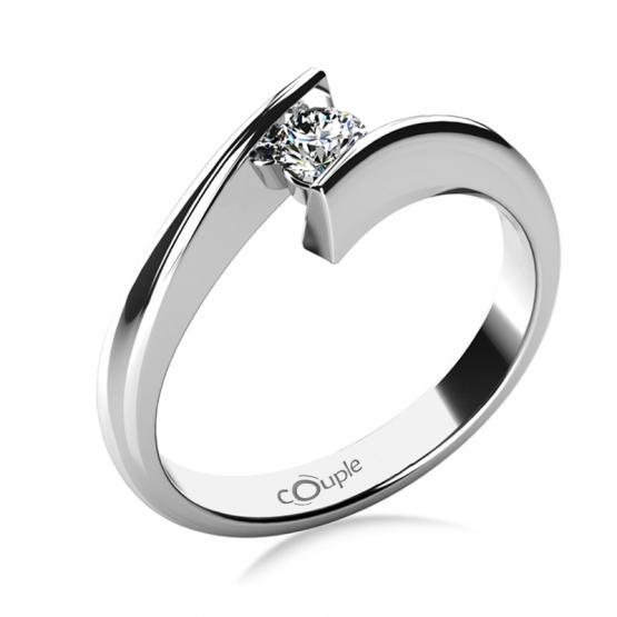 Zásnubní prsten Viky v bílém zlatě s výrazným zirkonem