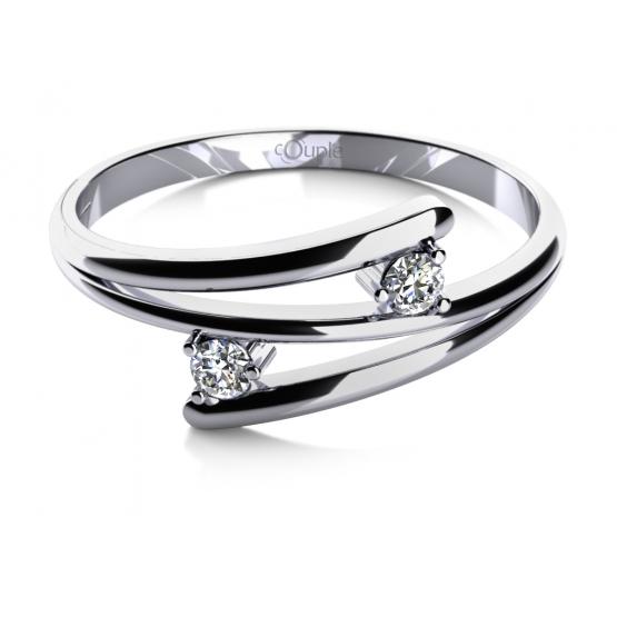 Zajímavý prsten Eveline, bílé zlato a zirkony